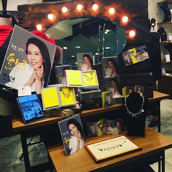 "Karen Mok x Tina Liu ""Love yourself"" charm bracelet @leegardenshk FineJewelry Bracelet Style Hkonlineshop Tinaschoicehk Newlaunch Launch Hkig Charm"