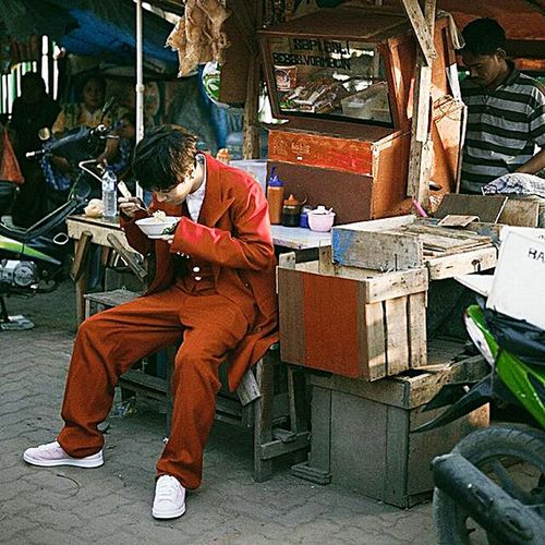 Traditional Culture Traditional Market Eat Artist Hanging Out Check This Out Enjoying Life We Are Photography, We Are EyeEm EyeEm Streetphotography Candid Photo Of The Day Street Fashion Hi! Picoftheday Korean Maps Red Maps Magazine Super Junior YeSex Aesong Yesung Photography Jakarta