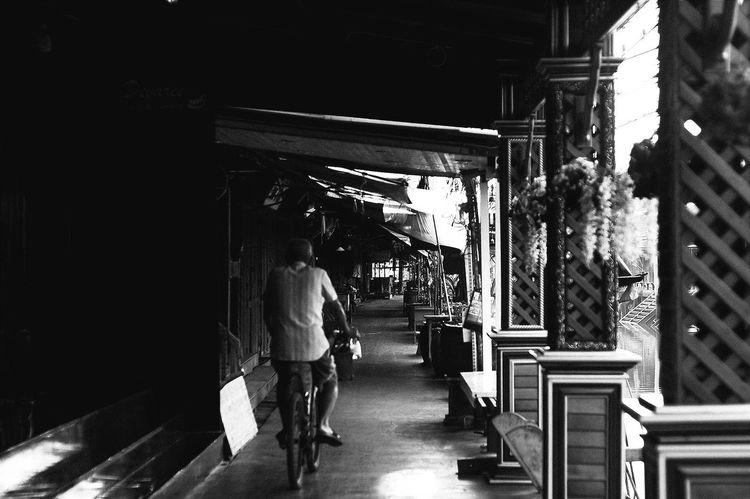 An old man of Amphawa floating market cruising through. Streetphotography Bnw_friday_eyeemchallenge Blackandwhite Blackandwhitephotography Black And White Thailand Streetphoto_bw