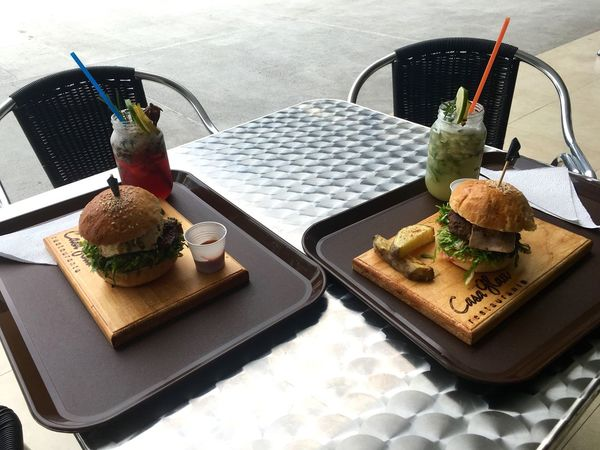 Lunch Lunch Time! Lunch Date Lunchdate Hamburguer Hamburguesa Hamburguesas Juice Juices Gourmet Gourmet To Go Straw Empty Empty Chair Hungry Hungry! HUNGRY!!! Hungry? Delicious Tasteful Food Food And Drink Sweet Food Ready-to-eat Indulgence