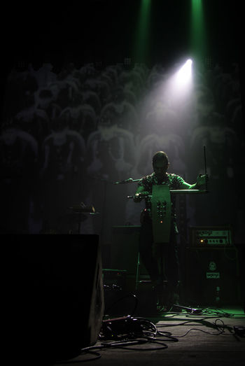 Green Javier Diez Ena Kafe Antzokia VJ Arts Culture And Entertainment Full Length Indoors  Modern Rock Music Musician Nightlife One Person Performance Popular Music Concert Real People Rock Music Rock Musician Stage - Performance Space Stage Light Theremin