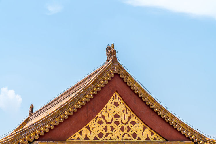 The roof of the Forbidden City in Beijing, China Ancient Times Beijing Blue Sky China Famous Place Forbidden City Glazed Tiles History Old Palaces Places Of Interest Plaques Retro Styled Roof Roofs Royal Scenic Spots Sky Tourism Travel White Clouds Built Structure Architecture Building Exterior Low Angle View Building Cloud - Sky Belief No People Day Religion Place Of Worship Pattern Nature High Section Spirituality Gold Colored Ornate Outdoors