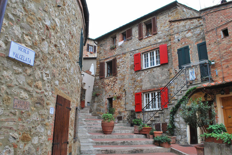 Petroio village - Trequanda, Siena, Italy. Architecture Borgo Building Exterior Built Structure Day Italy Italy❤️ No People Outdoors Petroio Residential Building Siena Staircase Steps Trequanda Tuscany Tuscanygram Urban Village Window