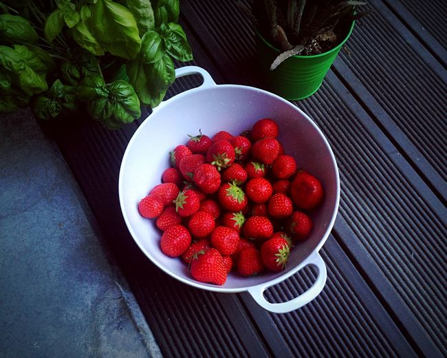 High Angle View Of Fresh Strawberries In Cooking Pan On Metallic Floor