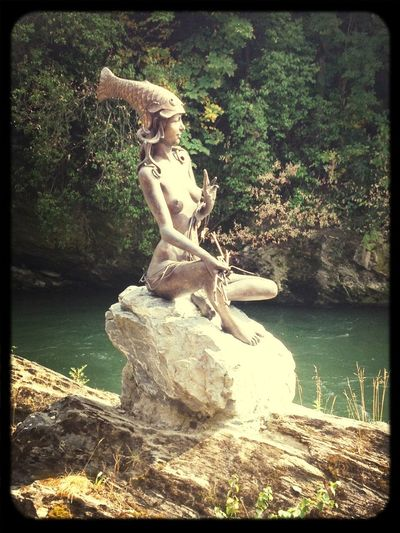The rivermaid Murna symbolizes the timeless youth of the river Mur
