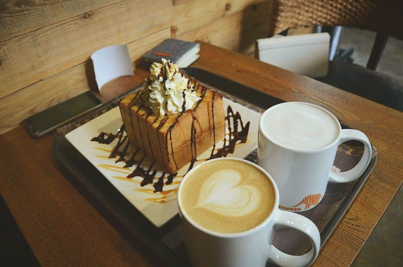 Coffee Time Coffee Break Bread Latte Capuccino Zoocoffee Breaktime Softing Enjoying Life Yummy