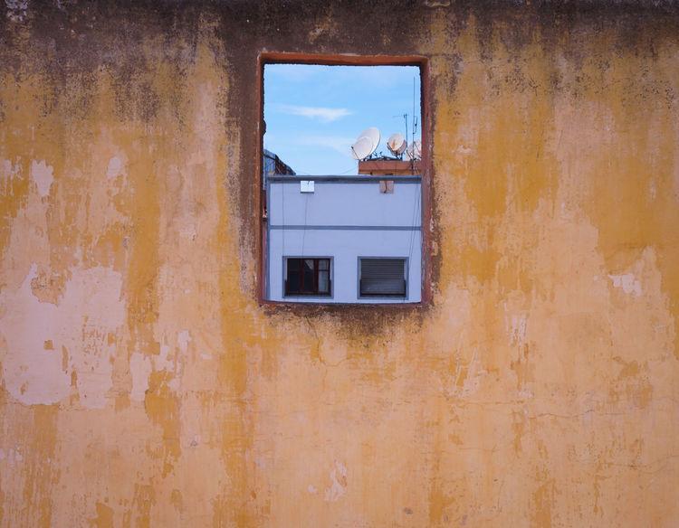 Fenêtre sur le Monde 📡 📺 📷 Window View Window Architecture Building Exterior Built Structure Façade Roof Beyond Connected Connected World Oneness MnM MnMl Mnmlsm Minimalism Minimal Minimalistic Minimalmood Minimalist Minimalobsession Minimalart Minimalarchy Mobilephotography