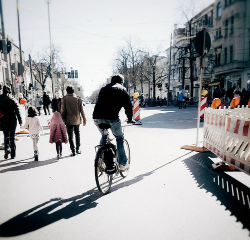 Let's go into a good new week! Happy Monday Sunny Day Good Morning Streetphotography Streetphoto_color Street Life Streetscene Light And Shadow My Fuckin Berlin Showcase April Walking Bycicle Bikeride Bikerider People Watching Shadowporn Mood Springtime From My Point Of View Telling Stories Differently CyclingUnites Up Close Street Photography