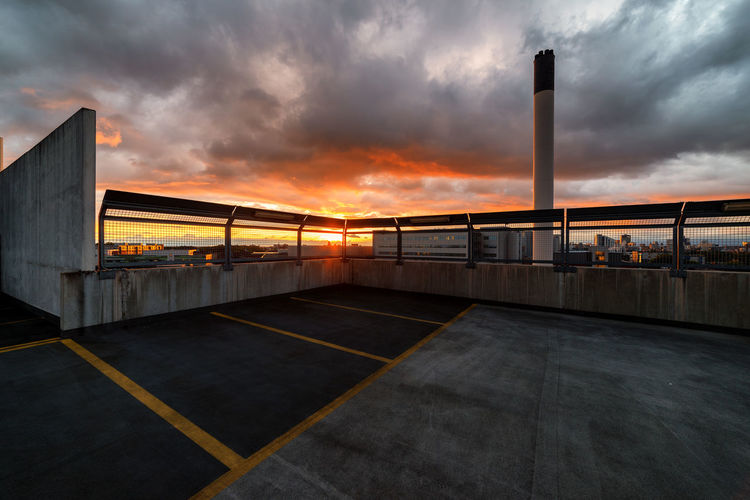 a bit late for the gorgeous sunset yesterday. this carpark has a fence built on top. Sunset Architecture Cloudy Sky Cloud Cloud - Sky Orange Color Outdoors Beauty In Nature Dramatic Sky Manchester EyeEm Masterclass Urban Urban Geometry Today's Hot Look