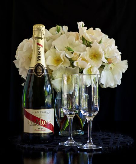 Champagne and roses Champagne Champagne And Roses Champagne Glasses Flower Flower Arrangement Mumm Champagne Roses🌹 Sally Holmes Rose Still Life