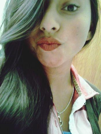 Algunos diran pero que creida yo digo al fin sali linda tomemos mas y mas fotos :D Lips Labial Hair