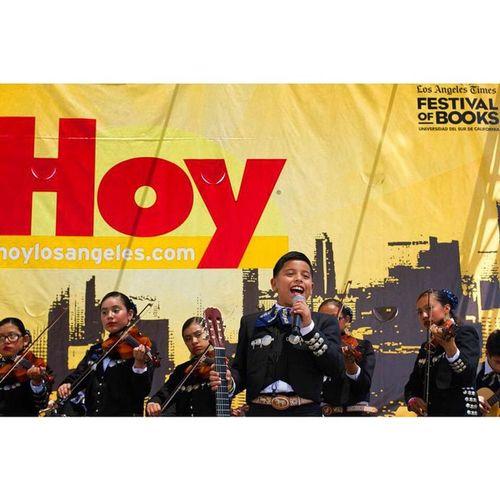 Un gran placer en poder tomar fotos por el periódico número uno Latino en los ángeles BookFest Hoylosangeles Socalmoments Journalism periodismo LA grateful mariachi