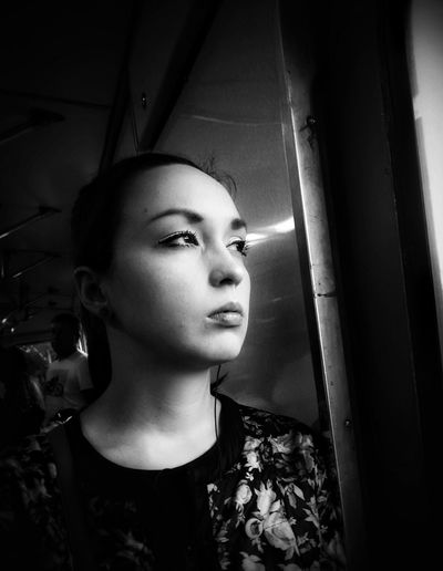 The Portraitist - 2017 EyeEm Awards Old-fashioned One Young Woman Only Streetphotography Streetphoto_bw Portrait Woman Portrait