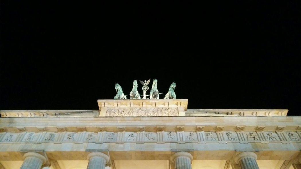 The Brandenburg Gate with Quadriga. · Berlin Germany 030 Brandenburger Tor Landmark Monument Culture History Architecture Urban Landscape Lighting City Lights Night Photography No People