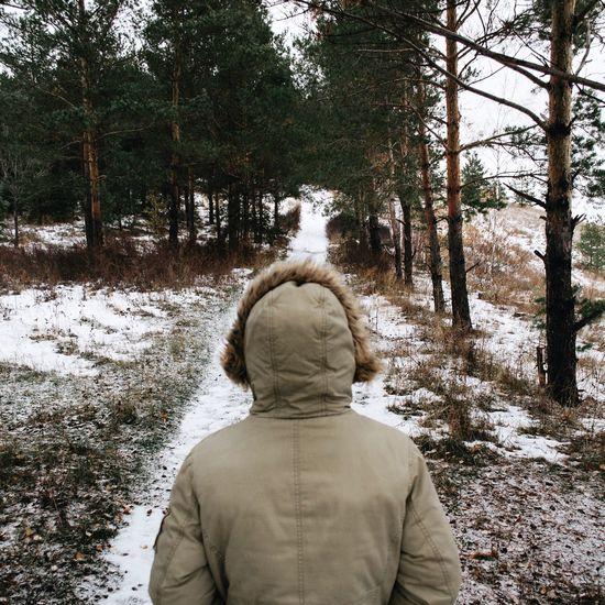 Почему зимой не хочется ничего делать?🤔 Поймал себя на мысли, что летом я способен работать над чем-то более продуктивней, нежели зимой. В это время года меня что-то сковывает и охото впасть в спячку 🐻 К моему счастью, я нашёл способ чем занять себя в такое ленивое время☝️️И этот способ - чтение книг 📖 Не знаю, совпадение это или нет, но совсем недавно, покопавшись в своём почтовом ящике, я нашёл письмо от Сбербанка с полезной книгой про финансовую грамотность ✍️Я отправил им ответное письмо с благодарностью и теперь я получаю от них книжку каждый месяц 👍 А как вы справляетесь с ленью?🤓 Nature IPhoneography Winter Nikon Iphoneonly Vscocam VSCO