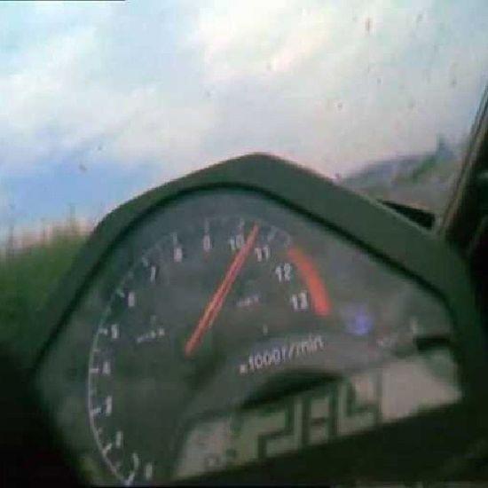 RidingMy Honda Cbr 1000rr highway284km/hflyby