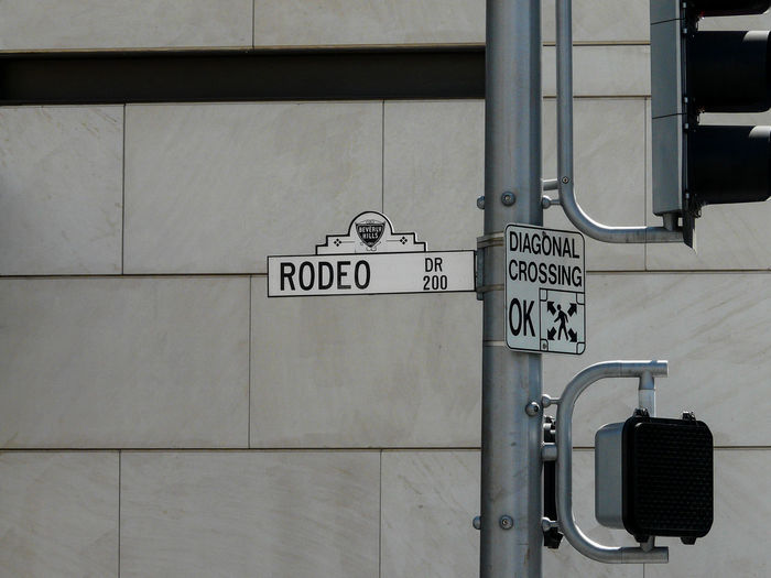 Rodeo Drive Beverly Hills Rodeo Drive Architecture Building Exterior Built Structure City Communication Day No People Outdoors Text