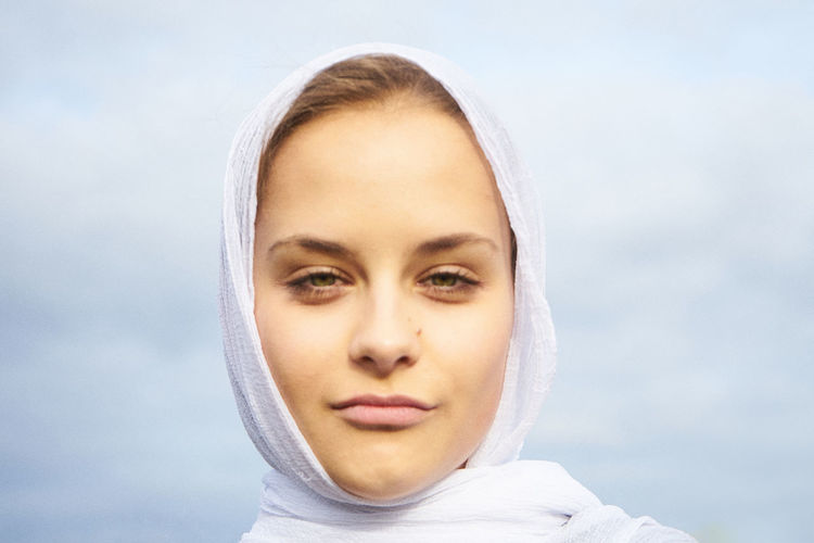 EyeEmNewHere Portrait Headshot Young Adult Looking At Camera One Person Body Part Women Human Body Part Human Face Beautiful Woman Beauty Front View Close-up Adult Hood - Clothing Hood Casual Clothing Scarf Minimalism Mood Modern