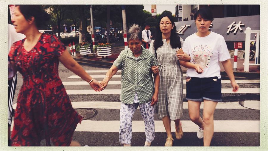 Street Streetphotography Transfer Print Auto Post Production Filter Real People Women Leisure Activity City Group Of People Casual Clothing Lifestyles Togetherness Adult Friendship Incidental People Street Front View Emotion Young Adult City Life Outdoors People
