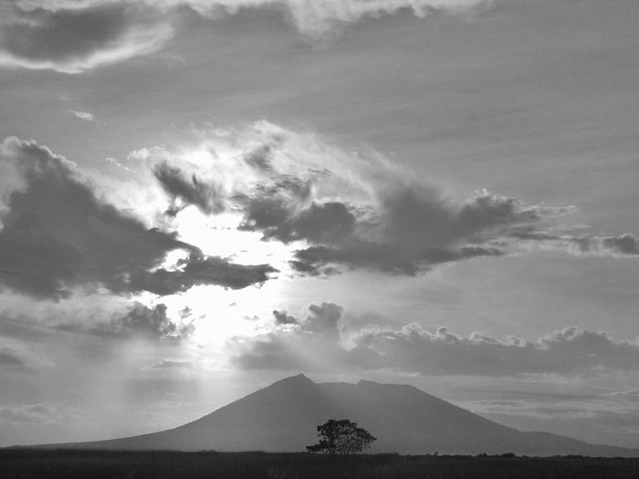 Bulkang Arayat, Kalikasang Pilipino. LarawanNgLahi Challenge, Day 6. Eyeem Philippines Taking Photos Blackandwhite Black And White Blackandwhite Photography Black & White Mobilephotography Mobilephotographyph Malephotographerofthemonth Beauty In Nature Heaven And Earth Landscape EyeEm Pampanga Reach For The Sky Skyscraper
