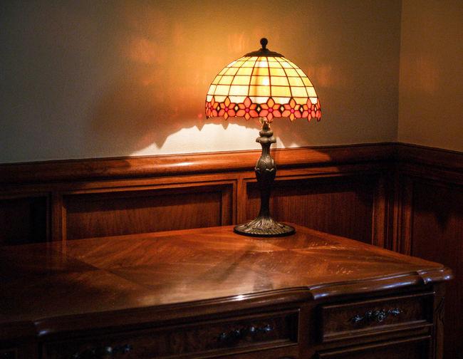 Decor Decoration Design Desk Lamp Electric Lamp Electric Light Illuminated Lamp Lighting Equipment No People Ornate Quiet Warm Light Tiffany Lamp