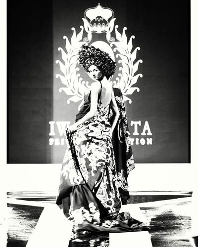 """DEWA RAJA"" - Batik by @iwantirta_batik PRIVATE COLLECTION @erasoekamto Accessories by @rinaldyayunardi Closing Fashionshow Cwfw2015 @ciputraworldsby Fashionweek Fashion Fashionevent Fashionshowcase Fashionista FashionDesigner Designer  Pfw Nyfw FDB Instafashion Show CWFW Ciputraworldsby Runawayshow Model Doppelgänger Nikon Nikonteam D800e 70200 Portrait likeforlike potd surabaya indonesianphotographer ig_fashion"