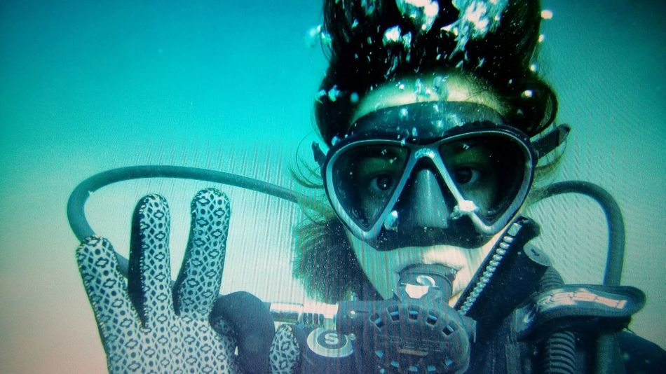 My first time!The Portraitist - 2016 EyeEm Awards Watersports Photography Watersport Sport Likeadream Water Scuba Diving Diving ItsMe:) Okay Portrait Of A Woman Portrait Young Woman GoPrography Original Experiences