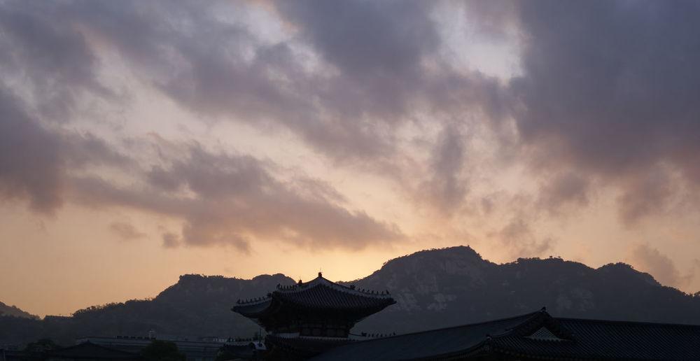 A6000 Cloud - Sky Gyungbok Palace Korean Mountain Seoul Sky Sunset Zeiss32mmf18 The Architect - 2017 EyeEm Awards