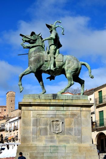 Trujillo Relaxing Chilling Walk Streetphotography Camera Old Sky Green Exploring Blue Photography White SPAIN Photooftheday Photographer Picoftheday Ancient Architecture The Week Of Eyeem Center Statue Horse Bronze Bronze Statue Pizarro