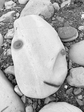 Faces In Nature Beachporn Oregon Coast Life Is A Beach Check This Out Taking Time To See The Little Things Rock - Object Beach Beauty In Nature