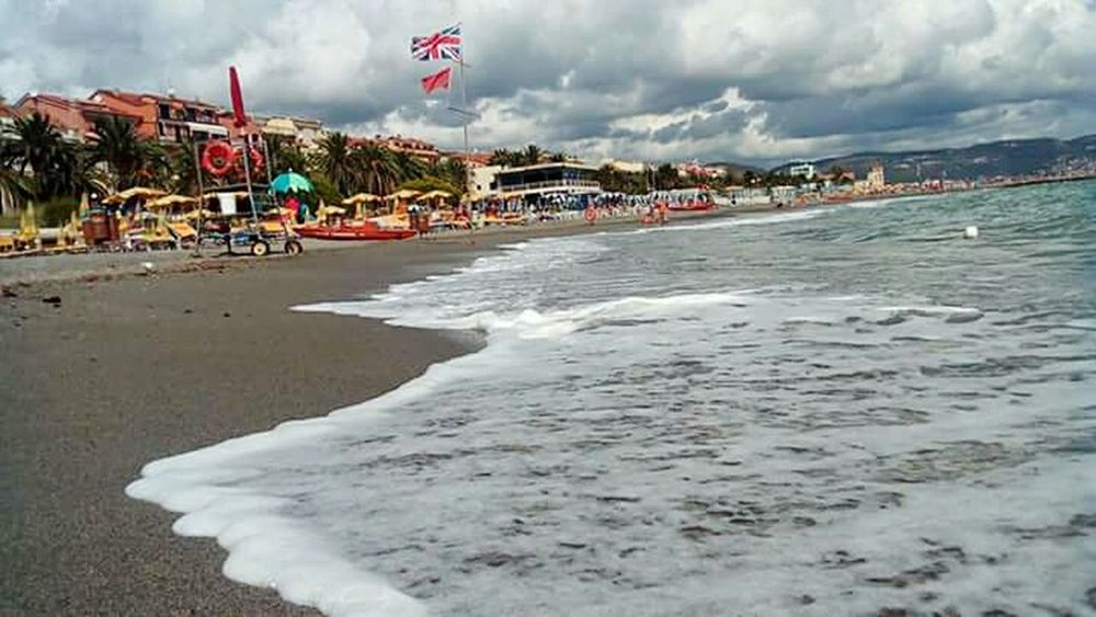 Loano Beach Water Sea Sand Wave Day Travel Destinations Liguria Rivieraligure Mare Onda Onde Spiaggia Nuvole Nuvolegrigie