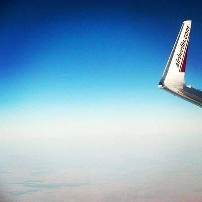 Ein Fensterplatz bei Airberlin :) Es ist nimmer weit bis zum verdienten Urlaub!