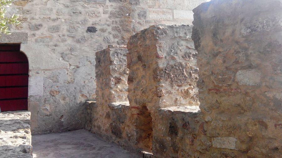 Strong Door Castle Door Red Door Door Entering The Door Entering The Castle Entering The Wall Castle Castle Walls Castelosdeportugal Lisbon Travel Photography Castelo Lisboa Lisbonne Lisbona Walking On The Wall Portugal Castelo De São Jorge