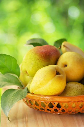 Organic Pears in the Basket Basket Close-up Food Freshness Fruit Pearson Ripe Yellow