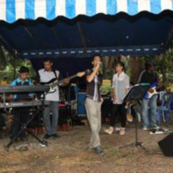 Last week in Benut Liveband Singing Weddingphotography . Malaywedding . Performance