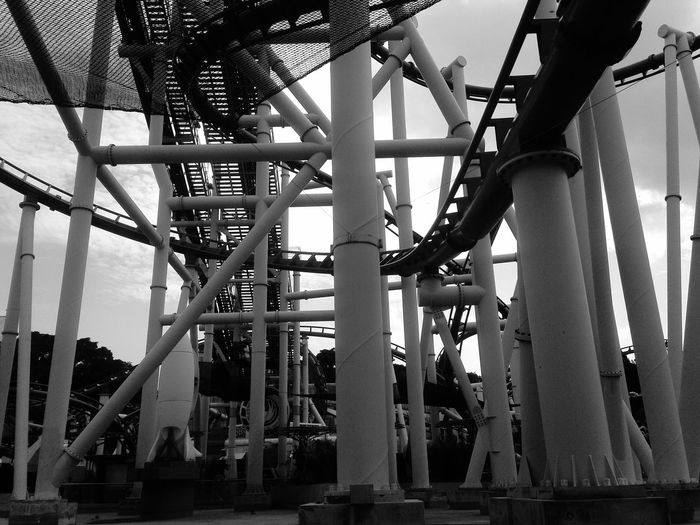 Arsitektur Black & White Holiday pipe of rollcoster in singapore