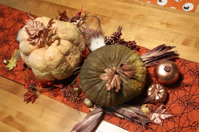 Indoors  Pumpkins Decorations Fall Halloween Candle Herbstdekoration Kürbisse Blätter
