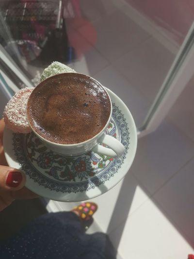 kahvemi icmek isteyen varmi acaba :)) 😚😍
