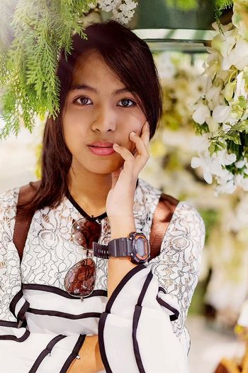 Young Women Portrait Beautiful Woman Flower Beauty Smiling Headshot Looking At Camera Women Standing Thoughtful Pensive Day Dreaming Plain Background Attractive Glasses Beautiful Bare Introspection Thinking Asian  Pretty Lipstick Head And Shoulders Lip Gloss Human Lips Human Body Ceremonial Make-up Depression Caucasian