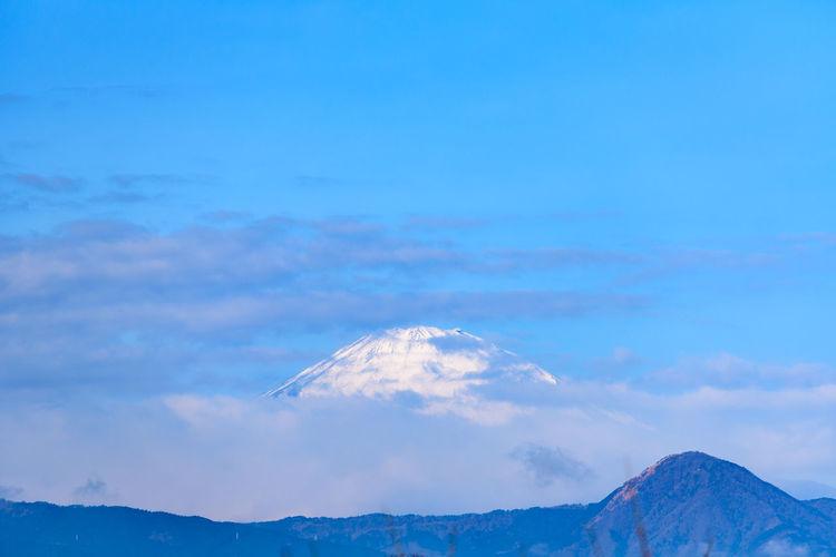 Cloud - Sky Sky Mountain Scenics - Nature Beauty In Nature Tranquil Scene Tranquility Blue Nature Mountain Range Idyllic No People Snow Non-urban Scene Winter Cold Temperature Snowcapped Mountain Mountain Peak Day Outdoors 富士山 Mt.Fuji