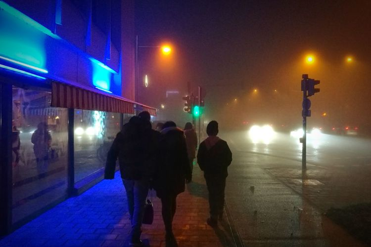 Illuminated Two People Walking Real People Night Outdoors Togetherness Regensburg Nebel Herbst Foggy Evening Fog Nightphotography