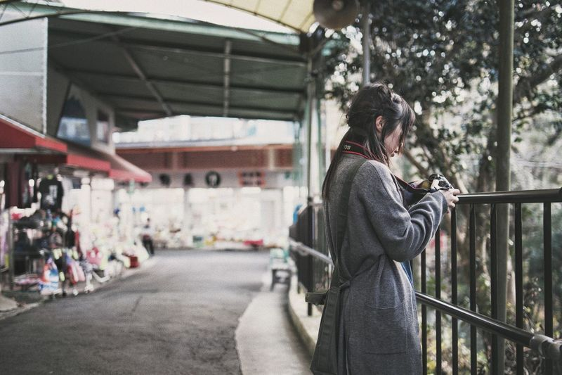 Snap Bokeh Vscocam Japanese  Streetphotography Light And Shadow Nature Light And Shadow Real People Architecture Women Railing Lifestyles People Adult
