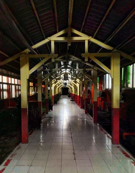 lorong Arsitektur Old Buildings The Way Forward Indoors  Ceiling Diminishing Perspective Built Structure Illuminated