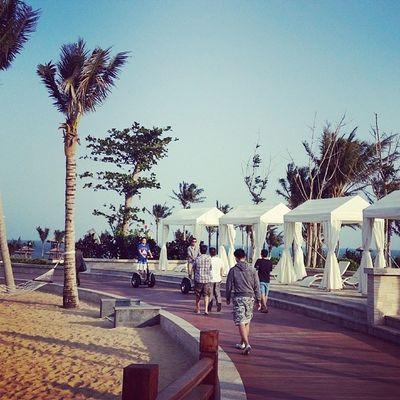 Walking towards the private beach at Westin Sanya Beachwedding Hotvacation Westin Starwood sanya familytrip