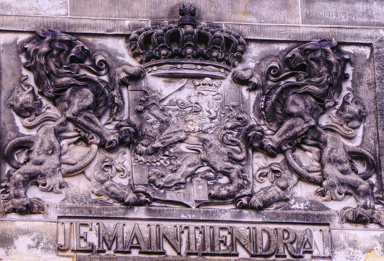 gable with motto Je Maintiendrai at Binnenhof Den Haag Affinity Photo Animal Representation Art And Craft Bas Relief Binnenhof Close-up Day Den Haag Den Haag, Netherlands Gable Je Maintiendrai Lion - Feline Lions Motto No People Outdoors Street Photography Streetphotography