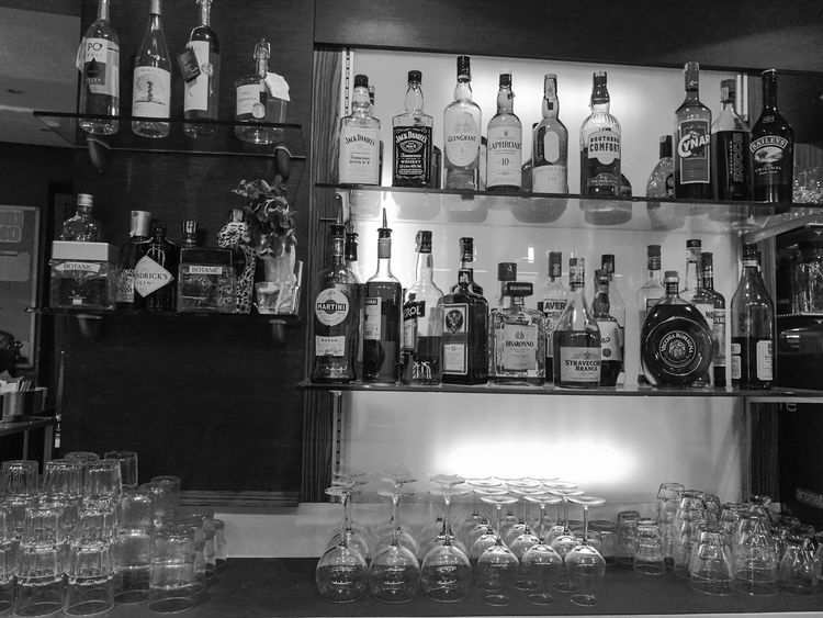 serata al bar Bottle Alcohol Bar Counter Bar - Drink Establishment Drink Drinking Glass Happy Hour Whiskey No People Indoors