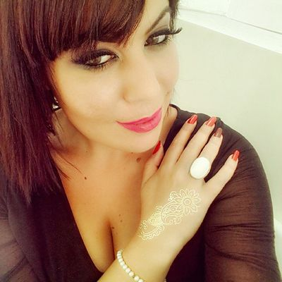 ?Gold henna art ♥ Henna Art Tattoo Arabic love playing gold abudhabi albateen uae ♡