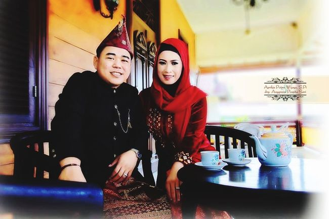 Frame Photography Preweddingshoot Colage Of Photos Wedding Photography Wedding Dress Cenimatography Hanting Baju Melayu Photography Traveling Photographic Memory Photo Shoot Photography Moments Vintage Karikatur Young Women Friendship Portrait Smiling Women Happy Hour Cheerful Cafe City Drink