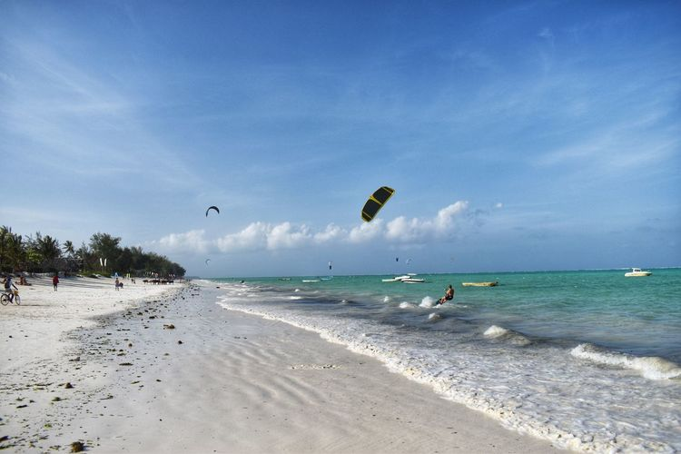 Sea Water Sky Sport Beach Land Extreme Sports Adventure Incidental People Beauty In Nature Nature Cloud - Sky Aquatic Sport Parachute Horizon Over Water Motion Scenics - Nature Trip Horizon Kiteboarding Outdoors