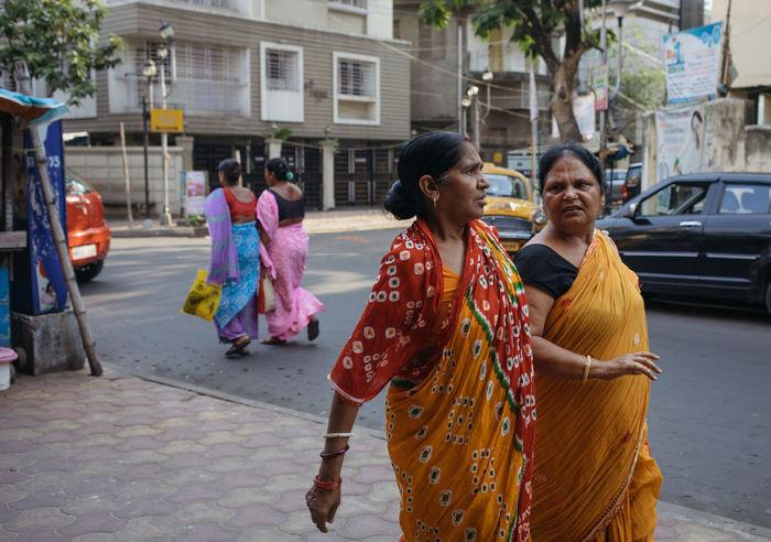 India Indian Woman Kolkata Lifestyles Outdoors Sari Street The Street Photographer - 2017 EyeEm Awards Togetherness Traditional Clothing Women